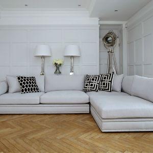 Sofa Bancroft zwraca uwagę dekoracyjnym elementem, który pięknie podkreśla bryłę mebla. Fot. Sweetpea & Willow