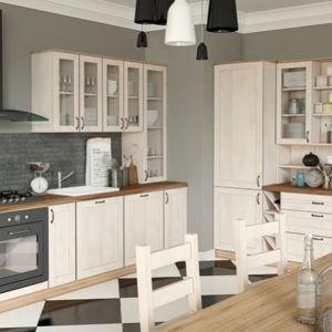 Royal to zestaw niezwykle praktycznych a zarazem pięknych mebli kuchennych. Przeszklenia w szafkach zapewniają odpowiedni akcent dekoracyjny. Fot. Gała Meble