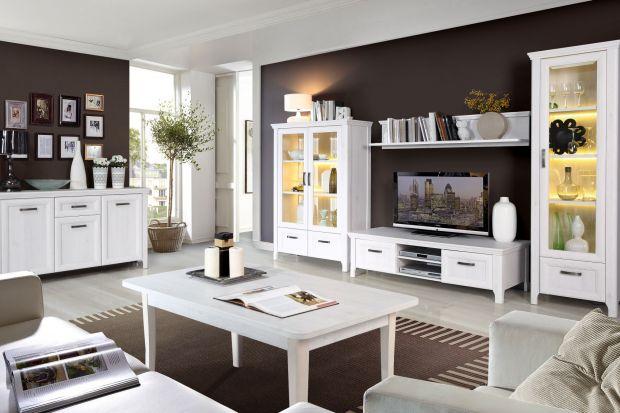 Meble z przeszkleniami wprowadzają do wnętrza salonu zupełnie nową jakość. Zobacz, jakie piękne kolekcje dostępne są na polskim rynku.