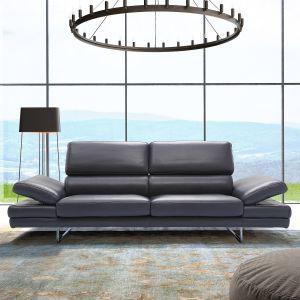 Bruno Divano ma lekką i nowoczesną formę. Mebel wyposażony jest również w regulowane w kilku stopniach  zagłówki oraz podłokietniki, które podnoszą komfort użytkowania. Fot. Caya Design