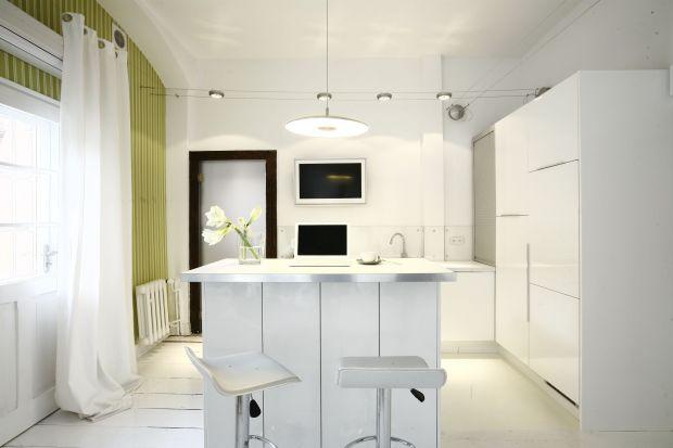 Aranżacja kuchni, wybór i ustawienie mebli oraz sprzętów potrafią przyprawić nas o zawroty głowy. Podpowiadamy, jak urządzić kuchnię, by była efektowna, wygodna i praktyczna.