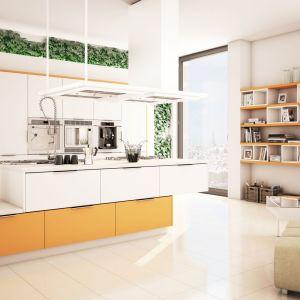 Kuchnia Moelkepunto biały. Jasna, optymistyczna i pobudzająca kompozycja ponadczasowej bieli i najdroższej przyprawy świata – szafranu. To kwintesencja pozytywnej energii. Fot. Moelke