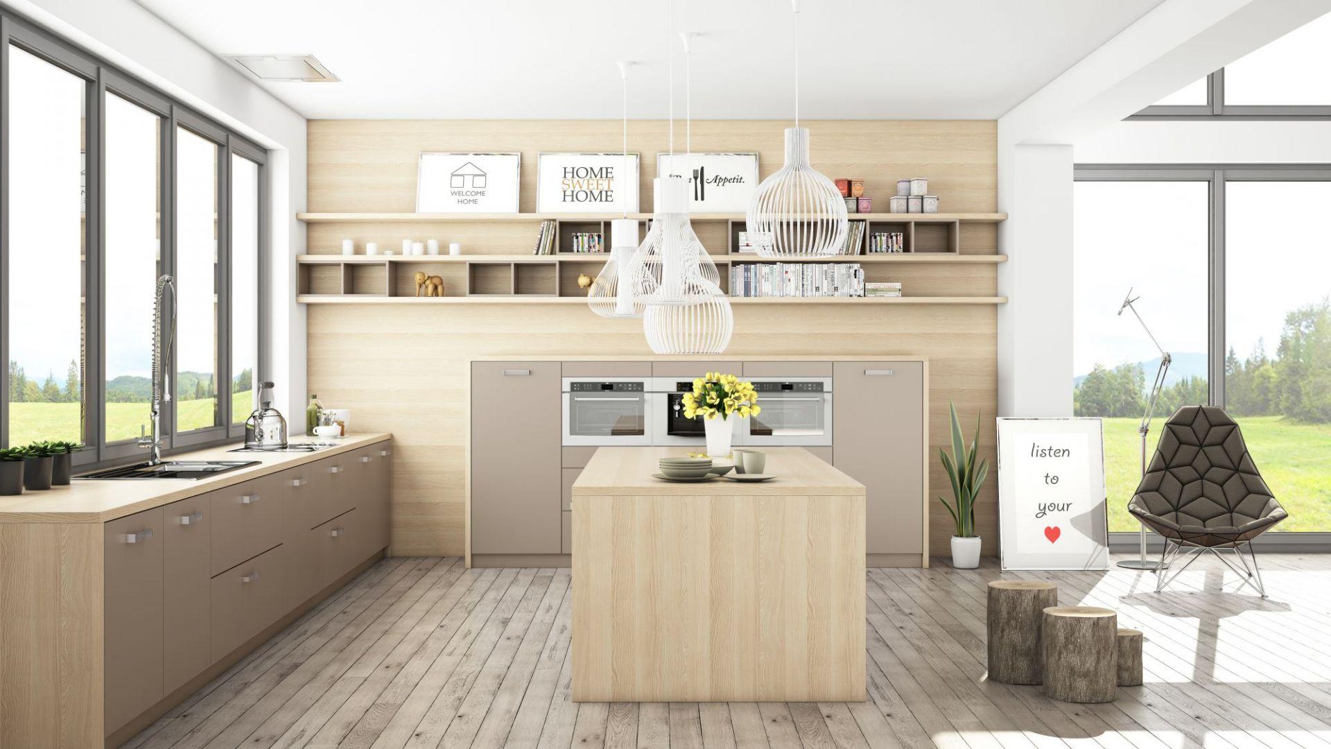Kuchnia Calma w wersji cappucino. Połączenie drewna z kremowym beżowym kolorem jest aktualnie bardzo na czasie. Wzajemnie się one uzupełniają. Fot. WFM Kuchnie