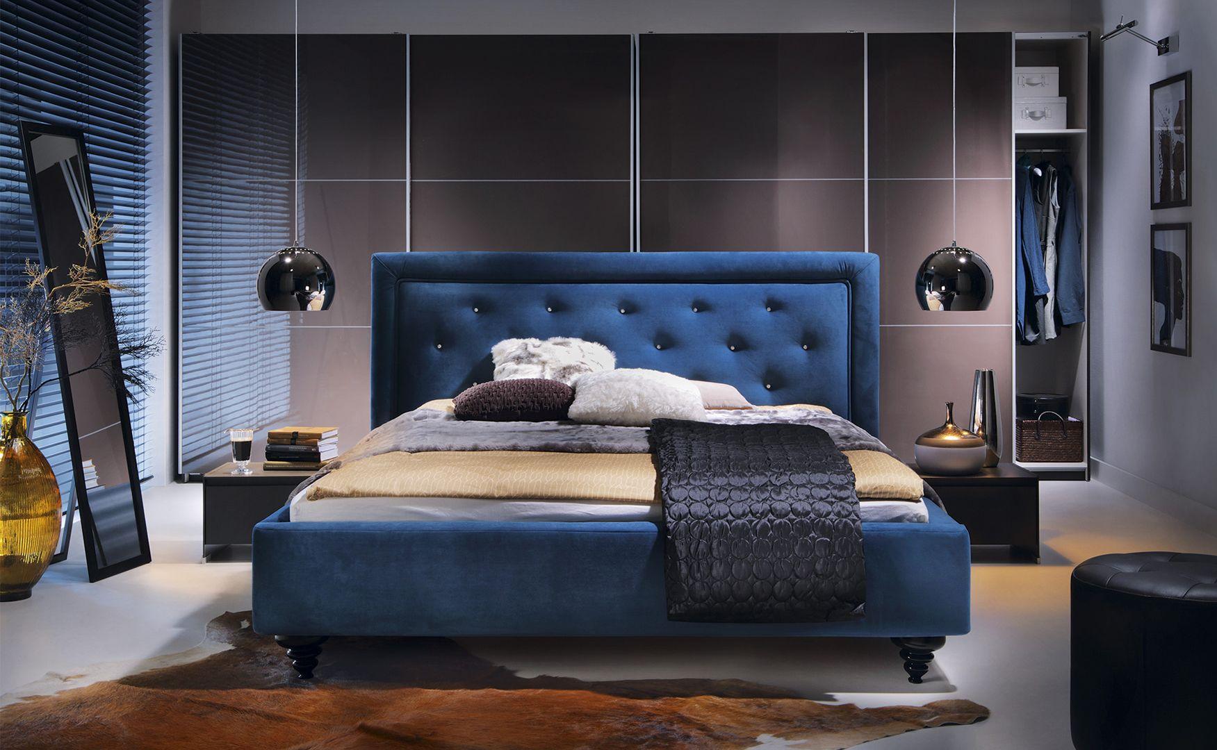 Łóżko tapicerowane Castel.  Posiada masywny zagłówek tapicerowany nadający mu wyjątkowego charakteru. Fot. Black Red White