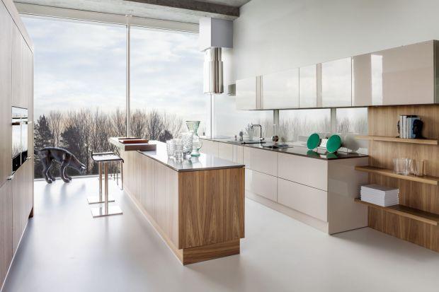 Konglomerat to materiał z którego chętnie wykonuje się blaty kuchenne. Jest ciepły w dotyku, lekki, a wyglądem do złudzenia przypomina naturalny kamień.