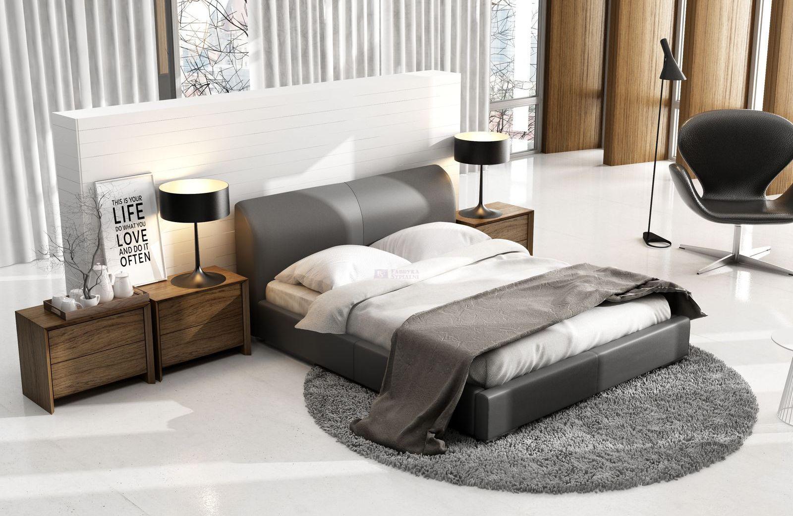 Łóżko Classic Lux z zagłówkiem dość okazałym w wyglądzie. Sprawia, że surowa stylizacja staje się przytulna i ciepła. Fot. New Design