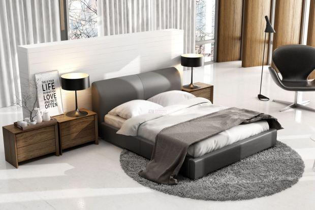 Łóżko w sypialni powinno odgrywać pierwszoplanową rolę. Najlepszym wyborem będzie mebel z pięknym zagłówkiem.