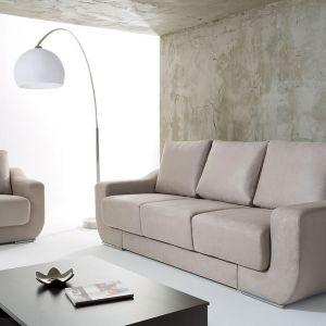 Sofa Chianti wyróżnia się geometryczną formą. Wysokie oparcie zapewnia wygodę wypoczynku. Fot. BRW