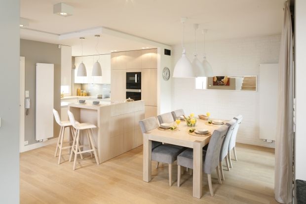 Kuchnia z barkiem to modne i wygodne rozwiązanie. Barek może pełnić funkcję dekoracyjną i użytkową.