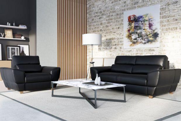 Jeśli nie możemy się zdecydować, jaki kolor sofy wybrać do salonu, warto pomyśleć o czerni - jest uniwersalna i ponadczasowa, wprowadza do wnętrza nutę elegancji i prestiżu. Jest doskonałą alternatywą dla popularnej ostatnio szarości.
