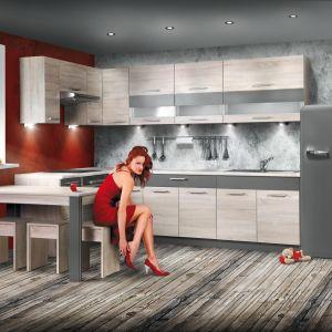 """Relingi wraz z całą gamą zawieszek, dopasowane stylistycznie, a nawet kolorystycznie do rodzaju zabudowy kuchennej – tak jak w przypadku systemu KAMduo – potrafią dodatkowo podkreślić walory estetyczne całego projektu. Dla wielu użytkowników to przysłowiowa kropka nad """"i"""", która nadaje indywidualny charakter ich kuchni. Fot. KAM"""