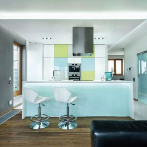 Błękity sprawią, że kuchnia będzie świeża i nowoczesna. Fot. Max Kuchnie
