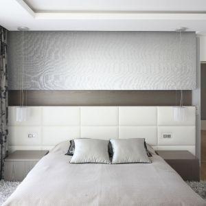 Szeroki, znacznie wychodzący poza ramę łóżka zagłówek jest dziś bardzo modnym elementem sypialni. Projekt Agnieszka Hjdas-Obajtek.Fot. Bartosz Jarosz