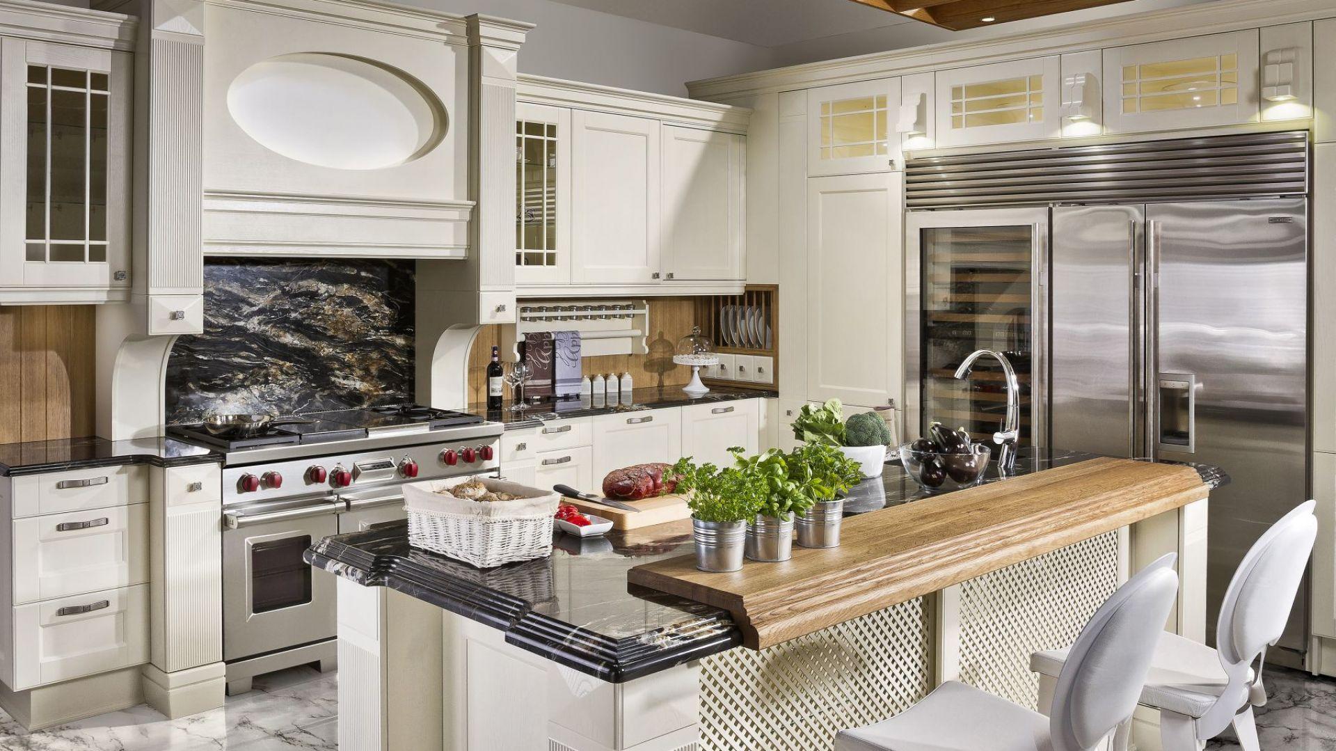 Kuchnia Bristol firmy Halupczok zachwyca dużą ilością zdobień oraz doskonale wykonanym detali. Fot. Halupczok