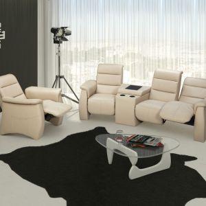 Fotel Simone marki AEK Design. Model ten prezentuje klasyczną stylistykę. Wyróżnia go wysokie oparcie oraz masywne podłokietniki. Fot. AEK Design