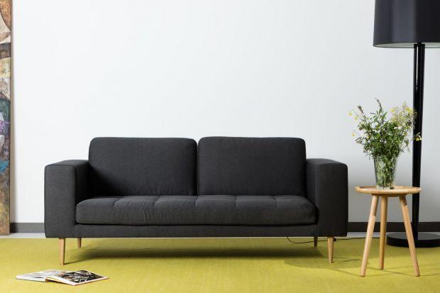 Czarne meble nie muszą oznaczać nudy. Mogą być interesującym dodatkiem do stonowanych, minimalistycznych wnętrz lub też idealnie dopełniać pełne energii, kolorowe aranżacje.