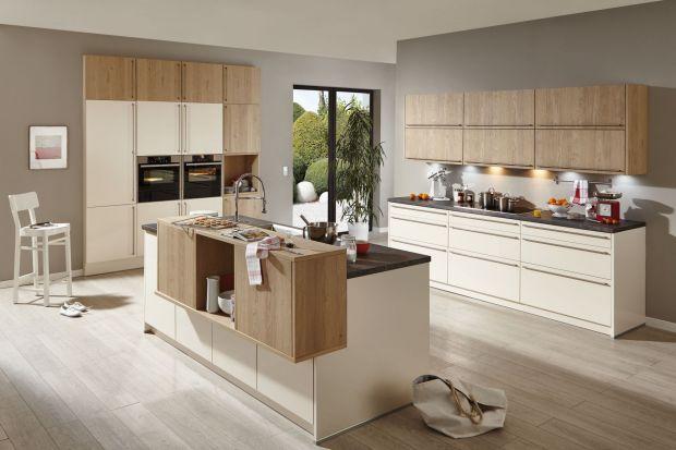 Jest nie tylko praktycznym elementem i ozdobą kuchni, może też stanowić dodatkowe miejsce do przechowywania podręcznych przedmiotów. Kuchenne wyspa, wyposażona w półki i szuflady, staje się jeszcze bardziej funkcjonalna.