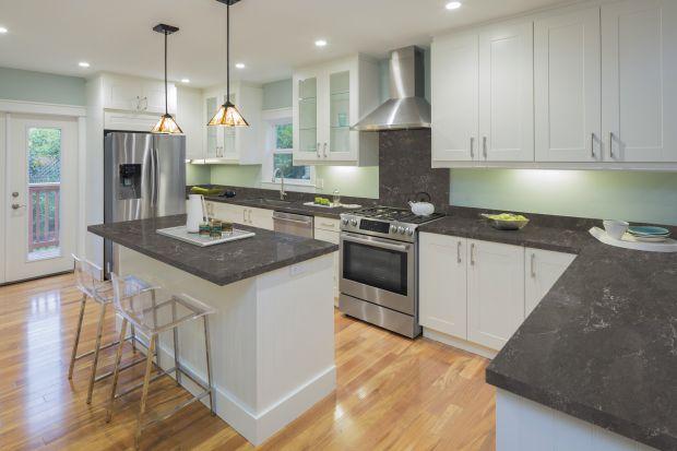 Nowe powierzchnie konglomeratowe – Noble Imperial Grey i Noble Pietra Grey powstały z inspiracji pięknem czystej, nieujarzmionej natury. Fotorealistyczne, dynamiczne wzory pozwolą nadać kuchennemu wnętrzu zdecydowany, lecz bardzo elegancki charakte