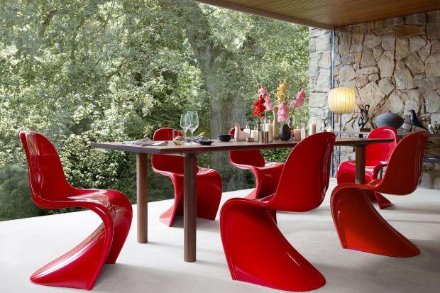 """Jego legendarne krzesło """"Panton"""" należy do najbardziej rozpoznawalnych mebli w historii designu. Projekty Wernera Pantona, choć mają już kilkadziesiąt lat, wydają się nie starzeć."""