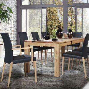 Stół T7 należący do systemu stołów Tafelrunde, wykonany jest z masywu i poddany olejowaniu. Fot. Klose