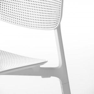Krzesło Coliander z metalowej plecionki. Fot. Kristalia