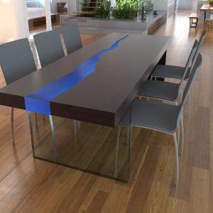 Stół Kasparo - jesion z niebieskim szkłem. Fot. Kasparo