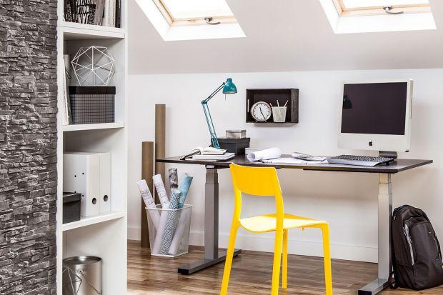 Nawet w niewielkim wnętrzu można urządzić wygodny i estetyczny kącik do pracy. Wystarczy dobry pomysł, odpowiednie meble, oświetlenie i dodatki.