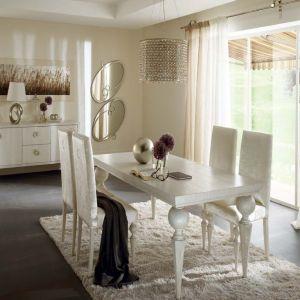 Rozkładany stół Donatello marki Cantori wykonany   z litego, wykończonego ręcznie dębu. Fot. Galeria Heban