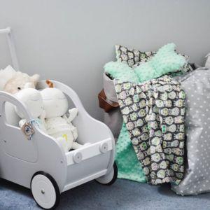 Delikatne dodatki z motywem zwierzaczków, kropek czy gwiazdek pomogą spersonalizować pokój dziecka. Fot. Pinio