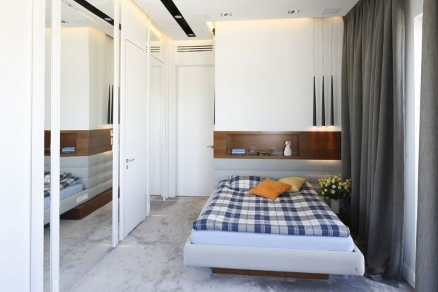 Sypialnia singla to najczęściej niewielka przestrzeń. Dlatego jej aranżacja nie jest łatwa. Sprawdź sposoby projektantów na piękne wnętrze sypialniane dla jednej osoby.
