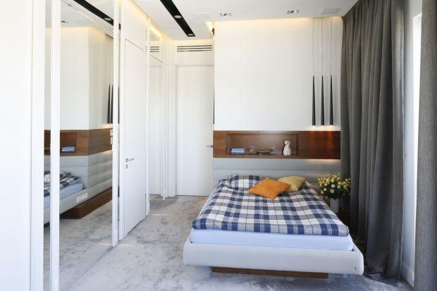 Mieszkając w pojedynkę, mamy możliwość zrealizowania wszystkich swoich zachcianek aranżacyjnych. Jak więc może wyglądać sypialnia dla sigla?