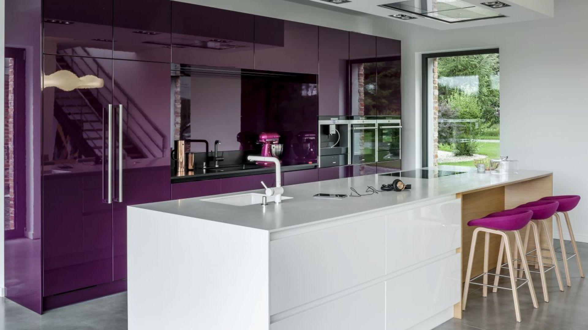 Fiolet pobudza apetyt. To dobra barwa, jeśli w kuchni jadamy również posiłki. Fot. Zajc Kuchnie