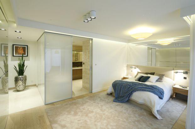 Któż z nas nie marzy o pięknej sypialni? Zobacz projekty z polskich domów, które zachwycają.