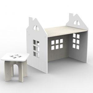 Kajtek to biurko w kształcie domku. Fot. Fabryka Wafelków