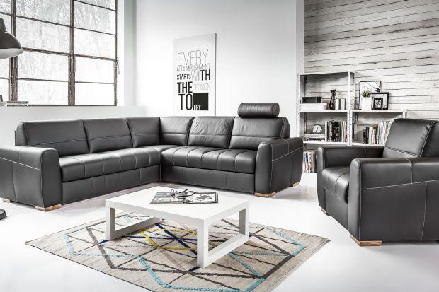 Czarny to kolor elegancki i szykowny. Zobacz, jak zaprezentować go w salonie w postaci sofy.