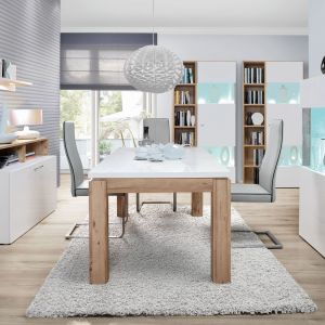 Kolekcja Ilum to nie tylko połączenie bieli i drewna, ale również modny, geometryczny układ brył. Fot. Forte