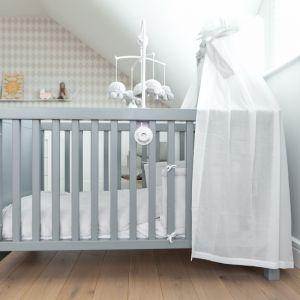 Pierwsze łóżeczko dziecka powinno być estetyczne, ale również zapewniać mu bezpieczeństwo. Fot. Muppetshop