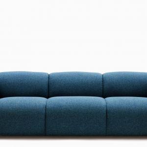Sofa Swell. Mimo, że sofa pozbawiona jest ozdób, jej bryła zwraca na siebie uwagę. Fot. Normann Copenhagen