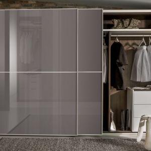 Drzwi garderoby powinny być ozdobą wnętrza i pasować do aranżacji. Fot. Raumplus