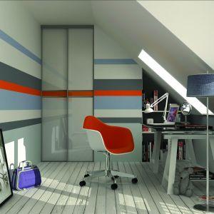 Fronty drzwi z naniesionym kolorowym wzorem, grafiką lub ulubionym zdjęciem dodatkowo ożywią aranżację pokoju. Fot. Komandor