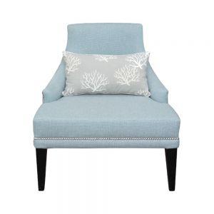 Błękity dodają wnętrzem elegancji. Doskonale prezentują się na meblach tapicerowanych. Fot. Mint Grey