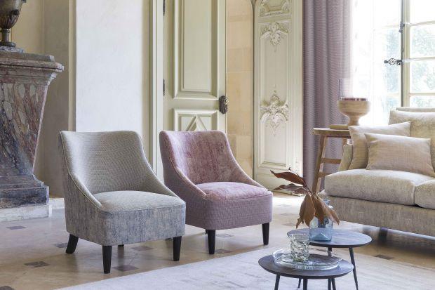 Oryginalna sofa. Tkaniny tapicerskie w stylu kolonialnym