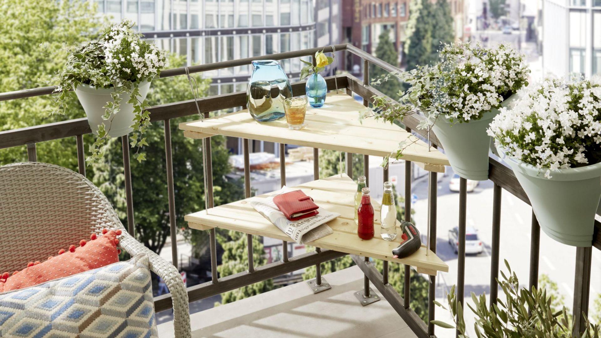 Kształt i wymiary naszego stolika (wysokość ok. 30 cm / długość boków ok. 90 x 66 x 66 cm) zostały tak przemyślane, aby zmieścił się w każdym narożniku. Fot. Bosch