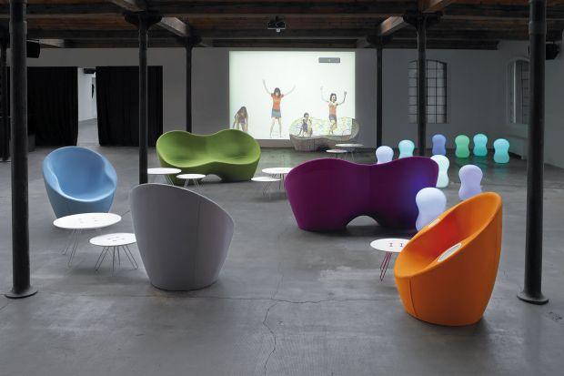 Kolorowe sofy autorstwa światowej klasy projektanta - Karima Rashida.