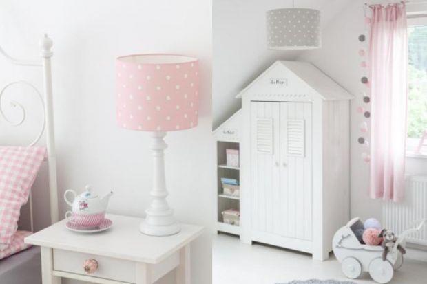 Styl angielski to propozycja dla tych, którzy lubią wnętrza ciepłe, przytulne i jasne. Dominująca biel, naturalne materiały i kwiatowe wzory – to jego cechy charakterystyczne. Jak urządzić pokój dziecięcy inspirowany tym stylem?