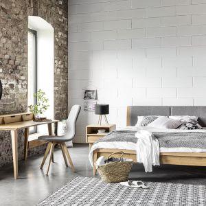 Sypialnia Lovell. Zastosowanie drewna dębowego w połączeniu z szarymi kolorami wyróżnia tą kolekcję. Fot. Meble Matkowski