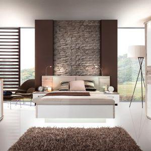 Kolekcja Rondino składa się z trzech elementów, łóżka i dwóch szafek nocnych. Fot. Salony Agata