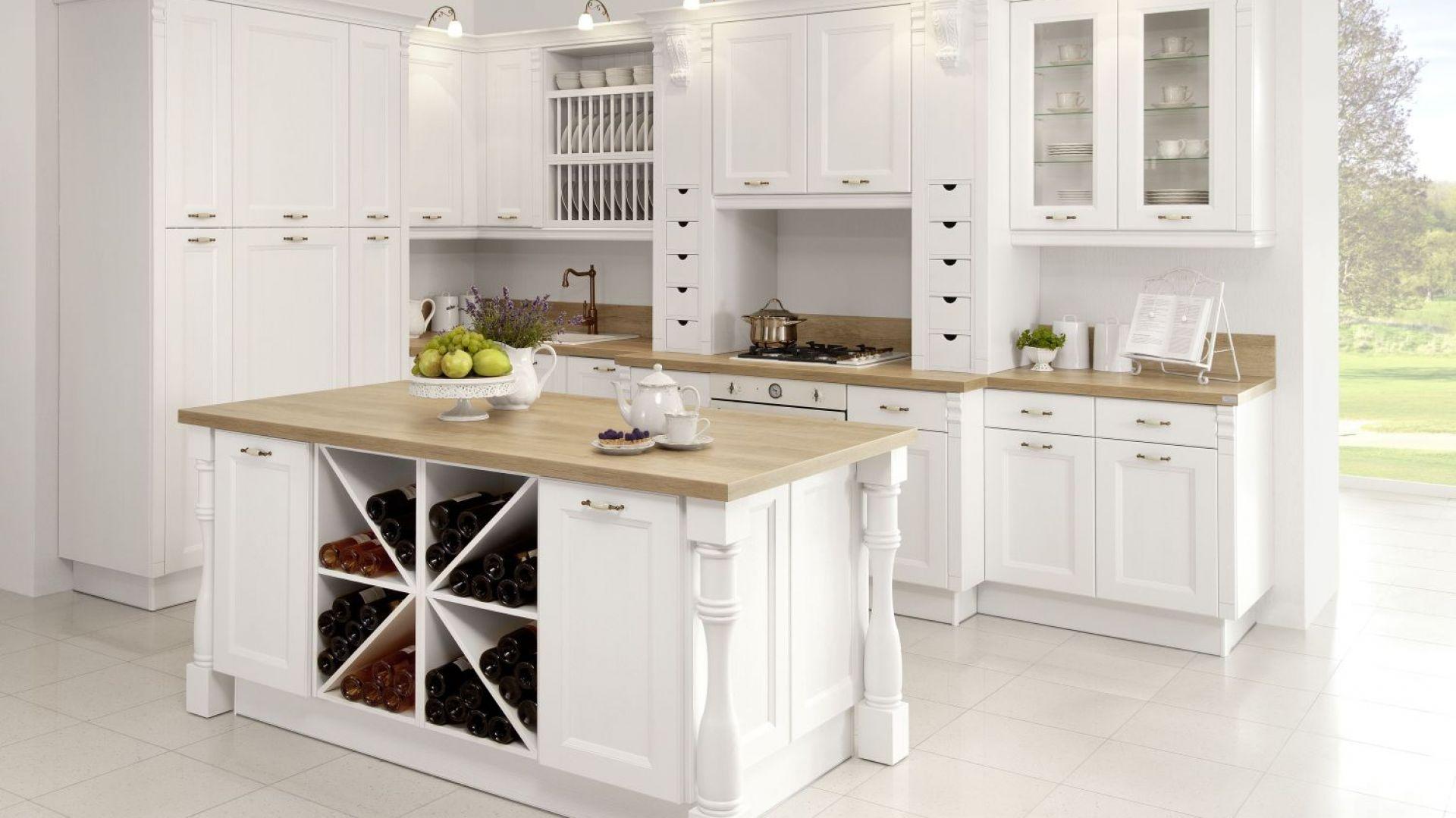 Kuchnia Villa II to kwintesencja stylu klasycznego. Znajdziemy tu wiele eleganckich zdobień. Fot. WFM Kuchnie
