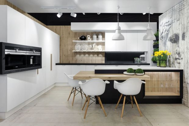 Biel i czerń, mają ze sobą wiele wspólnego. Obie barwy są bardzo charakterystyczne i doskonale prezentują się w nowoczesnym i uporządkowanym wnętrzu kuchennym.