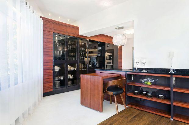 Kuchnia Glamour wyróżnia się ciekawą formą oraz zastosowaniem materiałów wysokiej jakości.